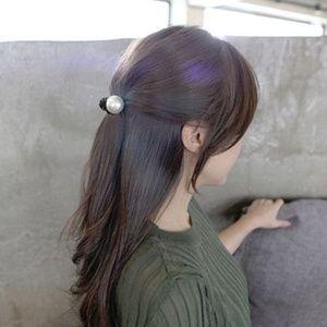 Big Pearl Hair Clip - Black Base